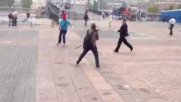 Под храмом Христа Спасителя побили сторонников Pussy Riot
