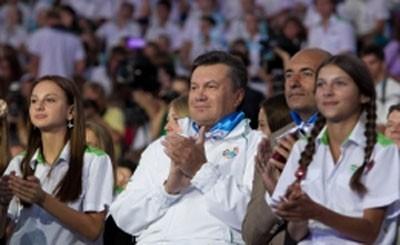 "Янукович сходил на детский конкурс в ""Артеке"""