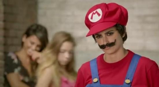 Пенелопа Крус с сестрой рекламирует New Super Mario Bros 2