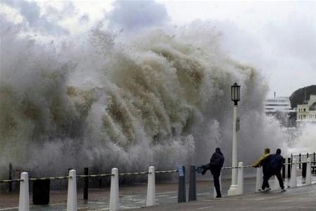 В Японии неистовствует производительный тайфун