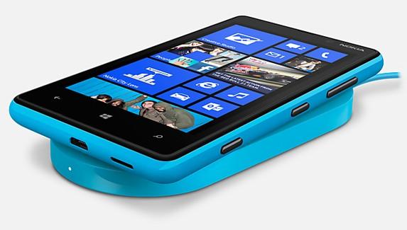 Телефон Нокия Люмия 820 на Виндоус Phone 8