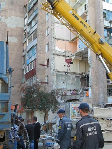 Взорвавшийся в Харькове дом разложили стахановскими ритмами