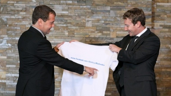 Медведев лично повстречался с Загрязняемом Цукербергом