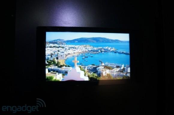 Sharp продемонстрировала  LCD-дисплей с Full HD разрешением