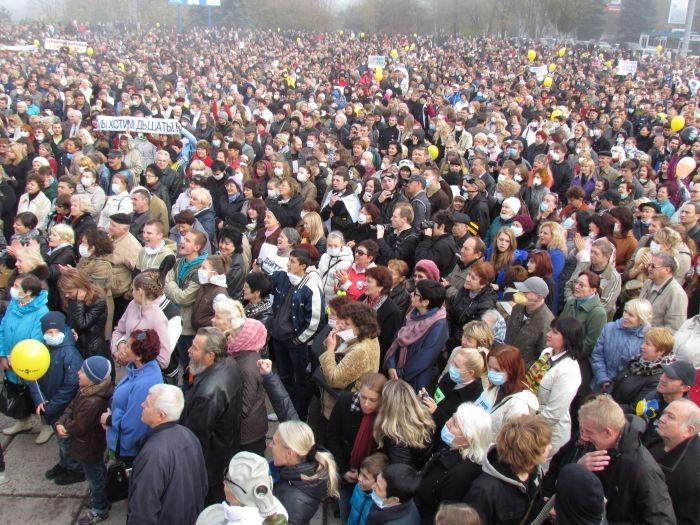 Граждане Маруполя широко вышли на ответ против предприятий