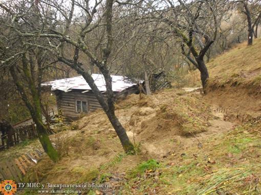 На Закарпатье сползание разрушил дом