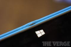 Чехол-клавиатура Touch Cover стремится по шву