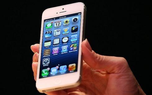 В начале декабря Эпл начинает испытание Айфон 5С