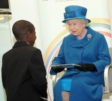 Британская королева выбрала «Самсунг» Галакси Note 10.1