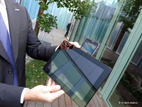 ASUS начинает реализации смартфона-планшета Padfone 2