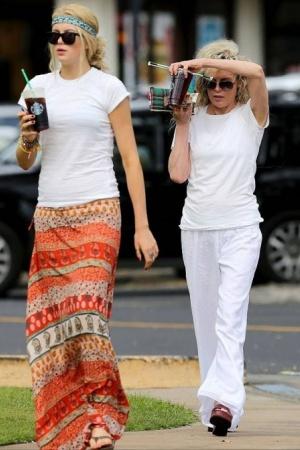 Ким Бейсингер отметила праздник с дочерью ФОТО