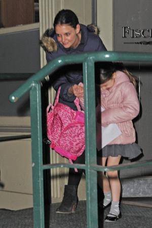 Дочь Кэти Холмс вся в слезах ФОТО