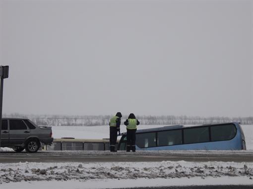 На автотрассе Мариуполь-Донецк встретились рейсовые автобусы