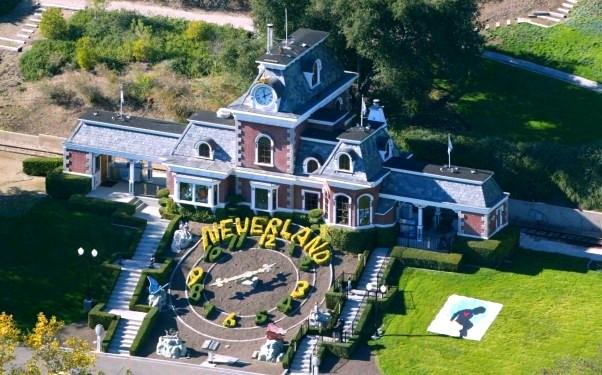Леди Гага планирует приобрестипоместье Майкла Джексона