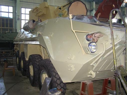 В Харькове произвели БТР без стекол и дверей
