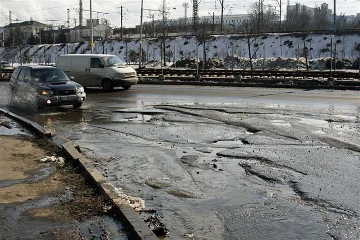 Московские автодороги гарантируют починить ко Дню Киева