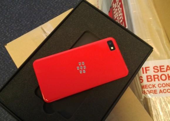 Ярко-красный BlackBerry Z10 и новый комплект BlackBerry 10.1 SDK