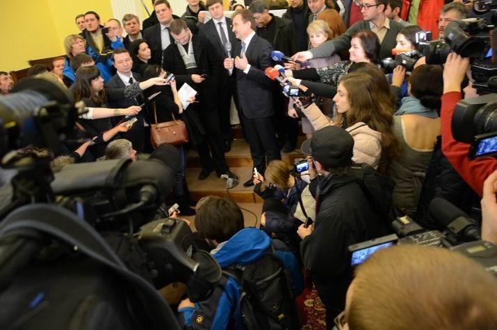 Попову принесли пакет с фекалиями
