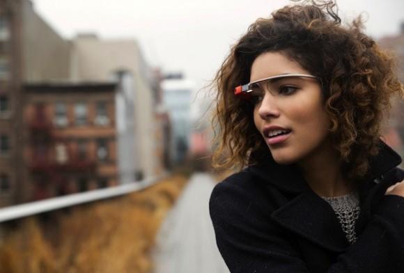 Google Glass сохраняет команды голосом клиентов