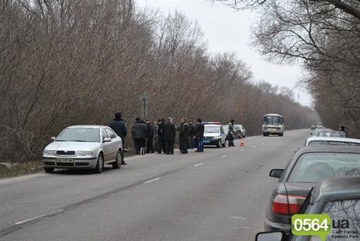В Искривленном Роге на обочине шоссе обнаружили мертвец женщины
