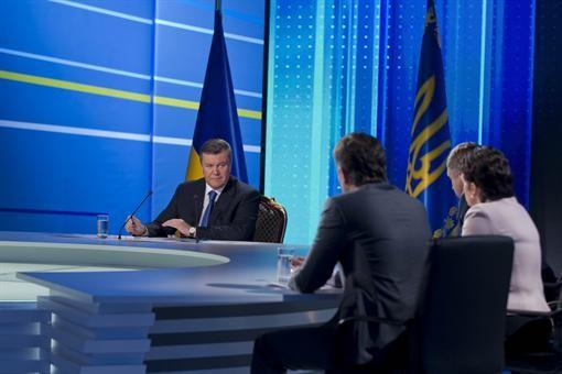 """Ослепительные выдержки Януковича с прямого эфира """"Разговор с государством"""""""