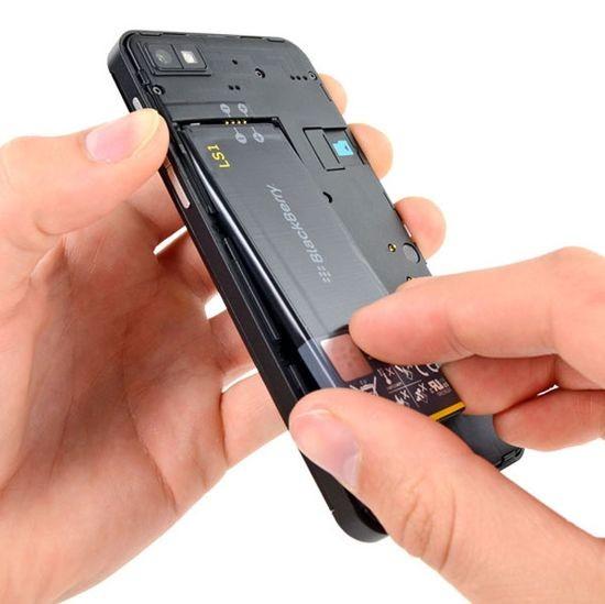 BlackBerry Z10 без проблем разбирается и ремонтируется