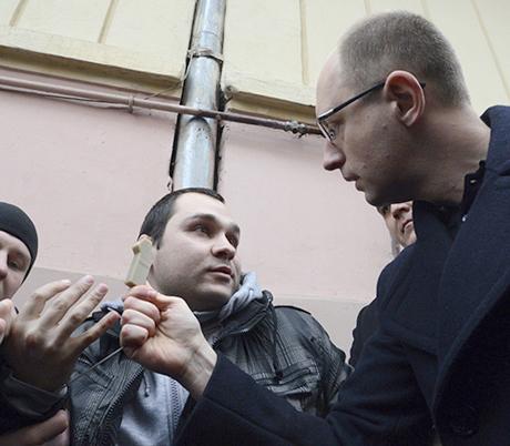 Яценюк нашел и обезоружил «шпионов» (ФОТО+ВИДЕО)