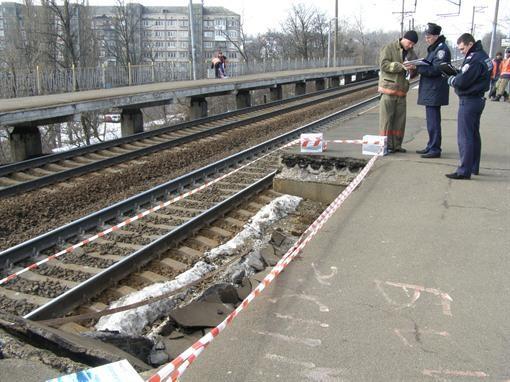В Киеве отремонтировали обрушившуюся ж/д платформу