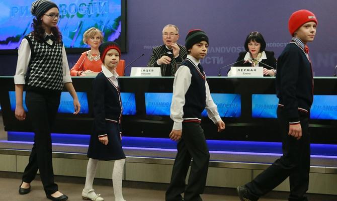 """Школьная выкройка первоклассникам """"от кутюр"""" за 3 тыс руб"""