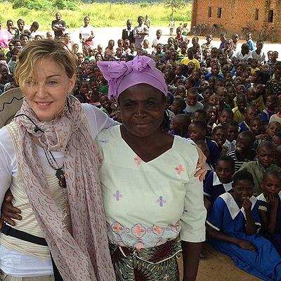 Анджелина Джоли отметила Мадонну за благотворительность