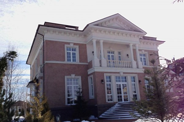 Наталья Пермякова расхвасталась роскошным особняком