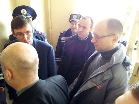 Оппозиционеров не бросают в палату к Тимошенко
