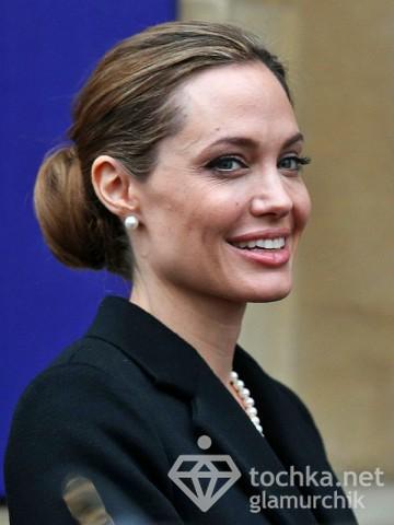 Анжелина Джоли мелькнула сединой (фото)