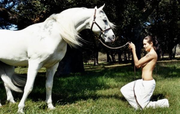 Уникальные фотографии голой Джоли уйдут с молотка (фото)