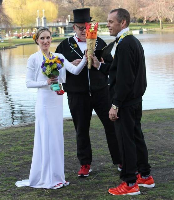 После взрывов в Бостоне двое марафонцев поженились