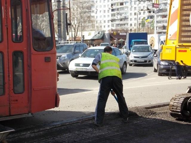 В Одессе монтаж дорог встретился с огромными проблемами
