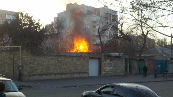 В Одессе на Фонтане начался мощный пожар