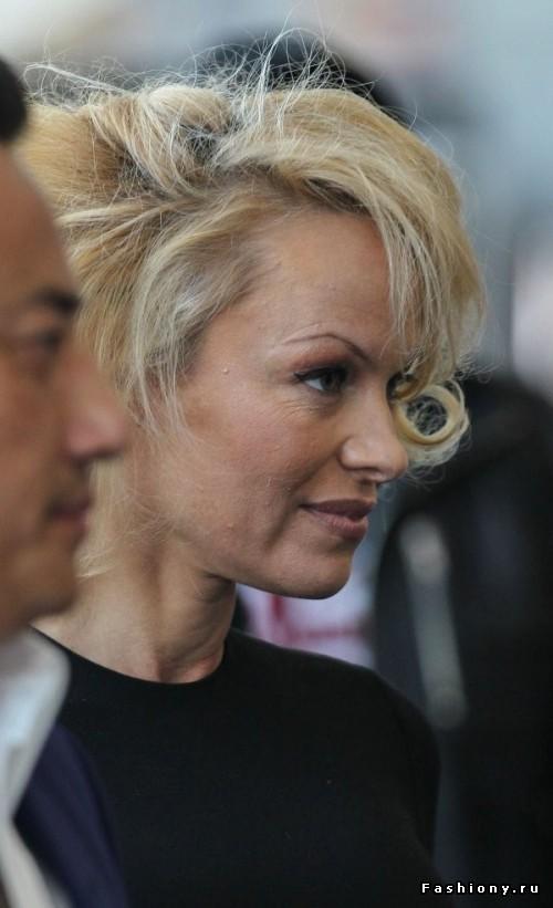 45-летняя Памела Андерсон кардинально поменяла стиль (фото)