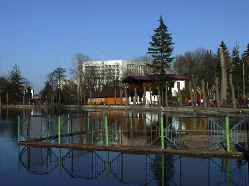В Тернополе море захлестнуло тротуары