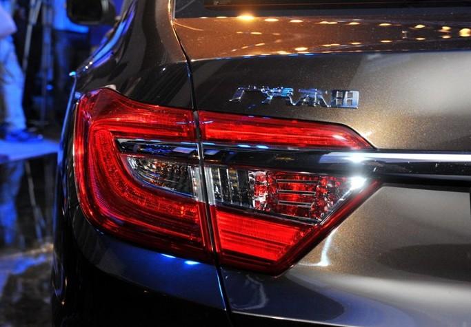 Хонда Crider среднее между Цивик и Аккорд: фото