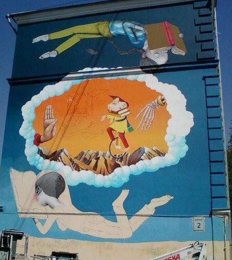 Живописцы расписали фасад Киево-Могилянской академии
