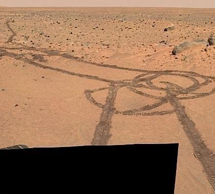 "Марсоход ""написал"" колесами безнравственную картину"