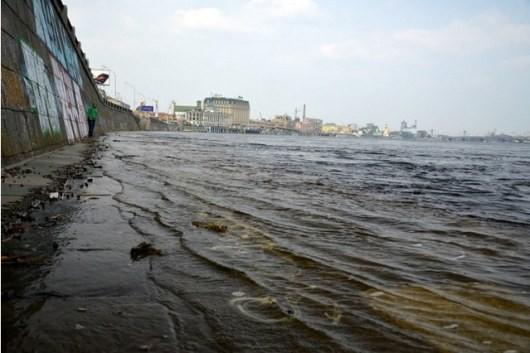 В Киеве Днепр возвысился выше стандартного значения