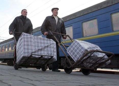 Украинцы в Россию на заработки должны ездить с денежными средствами