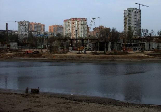 В Донецке высушили водоем из-за возведения престижной школы