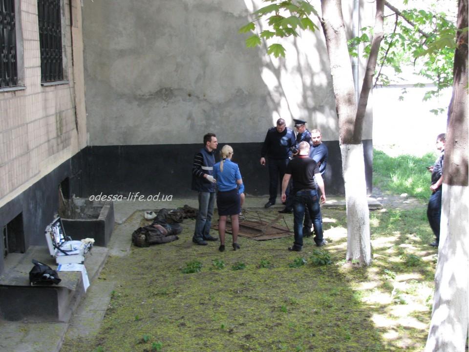 В Одессе на складе оружейного супермаркета обнаружен мертвец