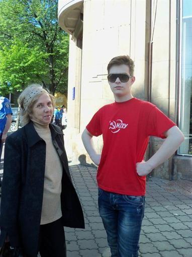 В Одессе на параде коммунисты вычеркивали обидные надписи