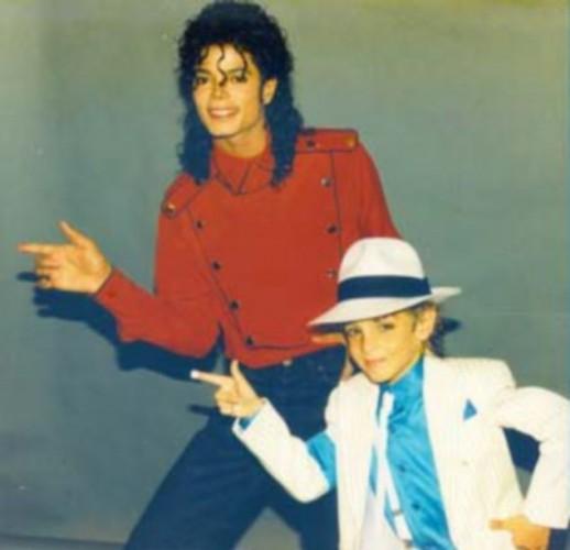 Уэйд Робсон упрекнул Майкла Джексона в домогательстве