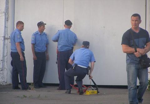 Позавчера правоохранители проникли на предприятие оппозиционера