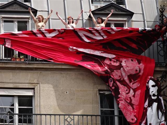 FEMEN во Франкфурте совершили нападение на сборище нео-фашистов (ФОТО, ВИДЕО)